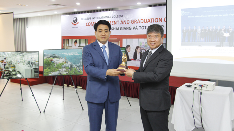 Mr Nguyen Duc Chung – Chairman of Hanoi People's Committee and Mr Ricky Tan – Chairman of KinderWorld Education Group at Pegasus Interna
